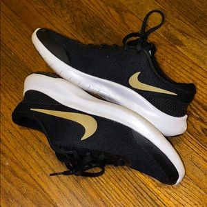 Nike flex experience, black with gold swoosh